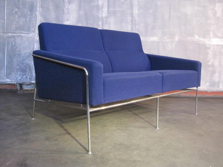Arne Jacobsen Airport sofa Model 3302