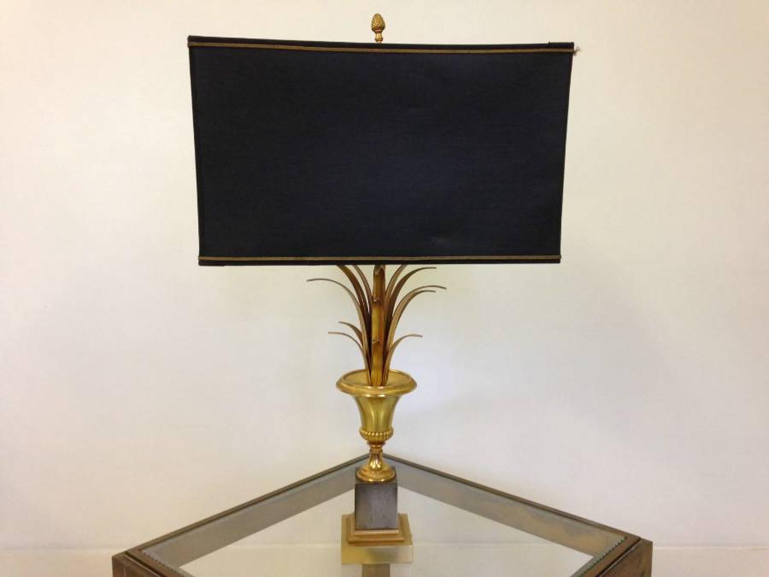Brass pineapple leaf table lamp